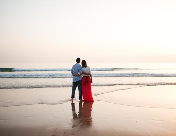 Maria Luisa + Pablo, una preboda divertida en la playa